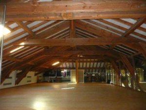 [:fr]Charpente douglas, ferme à entrait retroussé pour loft[:en]Douglas pine trussed rafter roof[:]