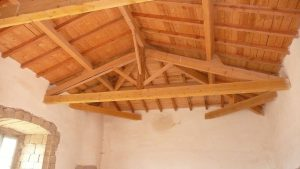 [:fr]Charpente ferme latine sapin[:en]Pine timbered roof[:]
