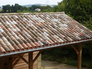 [:fr]Couverture PST et vielle canal[:en]Roof of undulated sheeting with old tile cover[:]