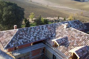 [:fr]Couverture tuile canal avec lucarne[:en]Canal tile roof with dormers[:]