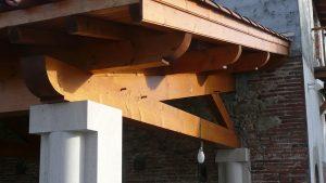[:fr]Demie ferme contre collé sur poteau pierre[:en]Laminated half truss on stone pillar[:]