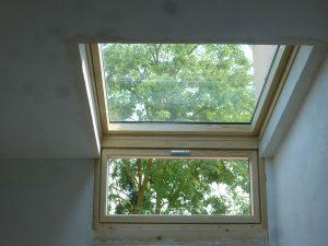 [:fr]Fenêtre de toiture Velux tout confort GGL 114x118 avec verrière d'angle 114x60[:en]Skylight 'Velux confort GGL' 114x118 with window 114x60[:]