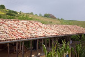 [:fr]Toiture hangar PST et vieille tuile canal[:en]Barn roof in sheeting with old tile cover[:]