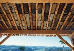 [:fr]Tuiles canal anciennes sur rondins douglas[:en]Old canal tiles on douglas pine roundels[:]