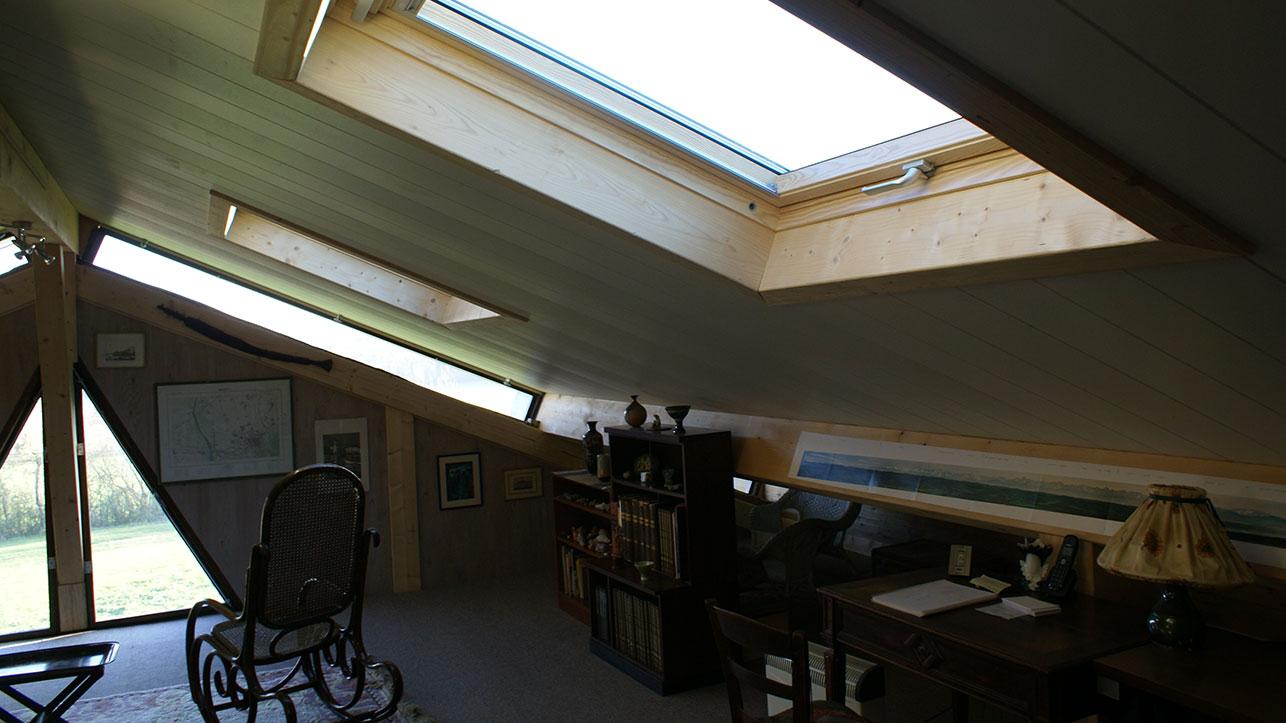 [:fr]Fenêtre de toiture velux GHL confort 114x118 sur panneaux de toiture isolé[:en]Skylight 'velux confort' 114x118 in insulated roof panels[:]